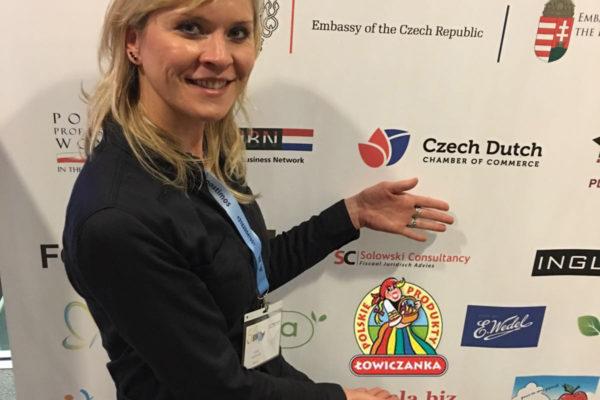 emilia-kucharczyk-foto-met-grote-logo